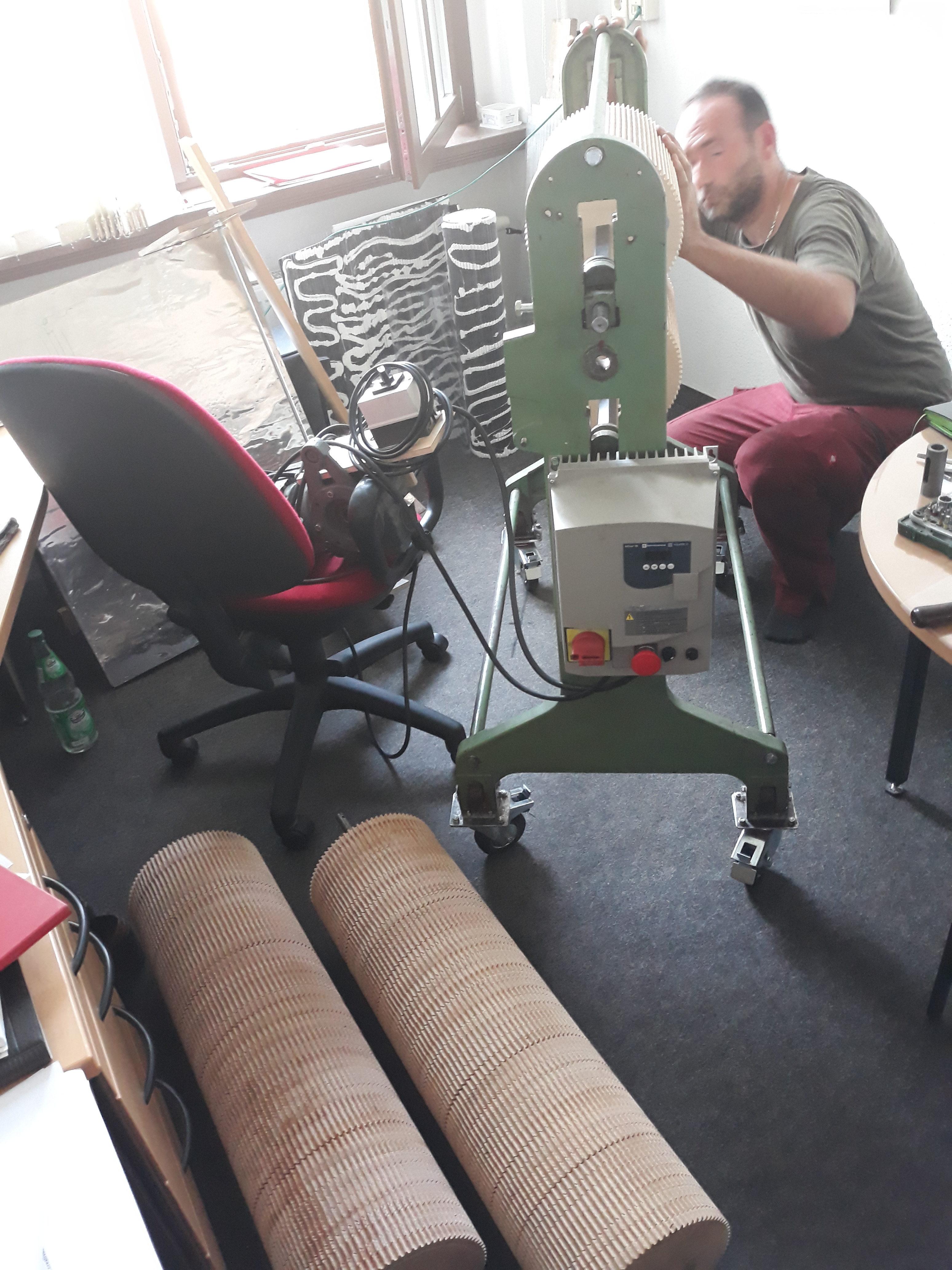 Walzmaschine im neuen Büro