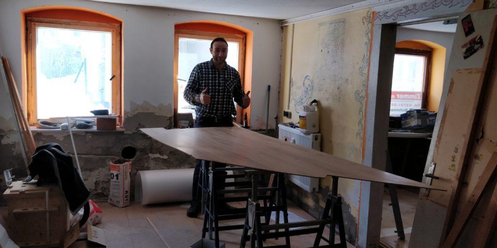 Fußbodenelement in der neuen Manufaktur und Sanny